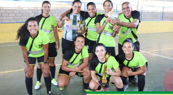 Futsal feminino de Espinosa conquista vice-campeonato da Copa Interestadual
