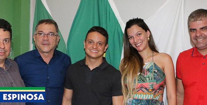 Prefeitura empossa novos médicos em Espinosa