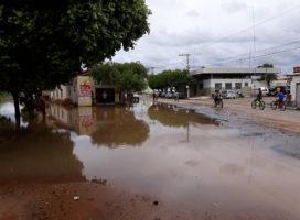 Prefeitura de Espinosa realiza trabalhos para amenizar transtornos causados pelas chuvas