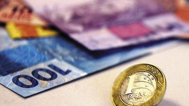 Salário mínimo aumenta mais R$ 6 para repor a inflação