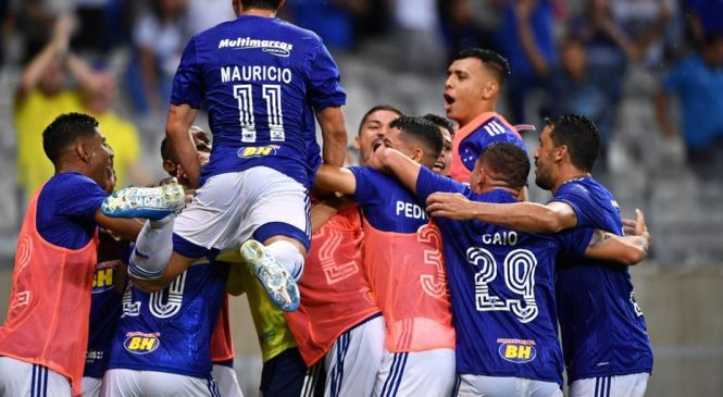 Com gol contra, Cruzeiro supera Villa Nova e vence mais uma no Mineiro