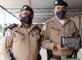 Policial Militar da 237ª Companhia da Polícia Militar recebe homenagem pelos 30 anos de serviços prestados.